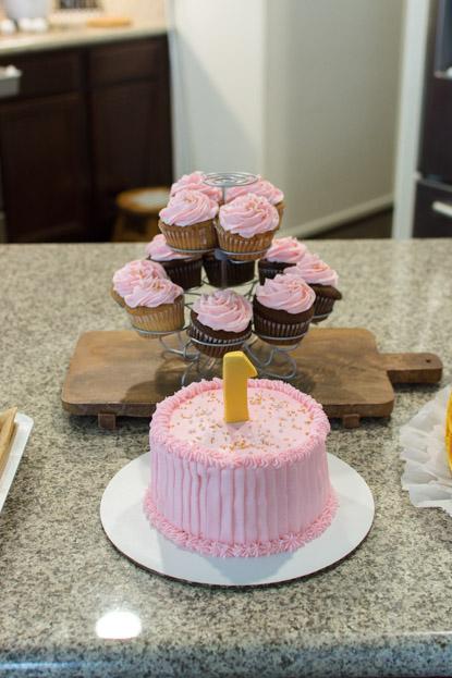 Emilia's smash cake and cupcakes
