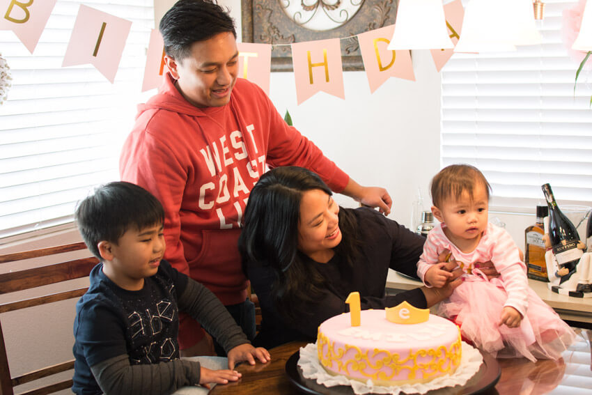Emilia's first birthday family picture with cake